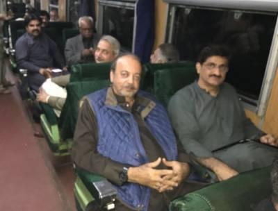 وزیراعلیٰ سندھ مراد علی شاہ موسم کی خرابی کے باعث شالیمار ایکسپریس میں سفر کر کے کراچی پہنچے۔
