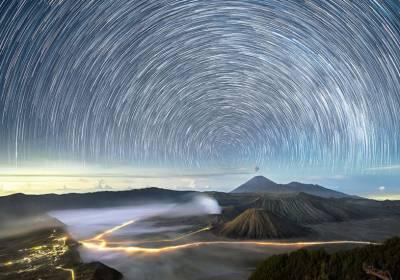 ستاروں کی محفل اور محوِ رقص کہکشاں دیکھنا ہے تو انڈونیشیا کا رخ کریں۔