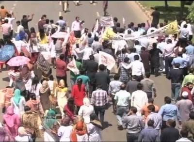 لاہور سمیت پنجاب کے مختلف شہروں میں ینگ ڈاکٹرزسنٹرل انڈکشن پالیسی کے خلاف سراپ ااحتجاج