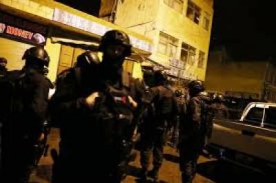 اردن میں مسلح افراد نے فائرنگ کرتے ہوئے ایک کینیڈٰین خاتون اور4 پولیس اہلکاروں سمیت 7 افراد کو ہلاک کردیا