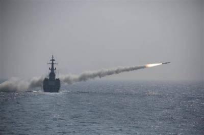 پاک نیوی کےہراول جنگی یونٹ کی جانب سےشمالی بحیرہ عرب میں لائیومیزائل فائرنگ کا مظاہرہ کیا گیامیزائل فریگیٹ جہازاصلت سےداغا گیا جس نےکامیابی کےساتھ ہدف کو نشانہ بنایا
