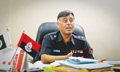 سندھ حکومت نےآئی جی پولیس اے ڈی خواجہ کو رخصت پربھیجنےکےبعد ایس ایس پی راؤ انوارکو کلین چٹ دے کر بحال کر دیا