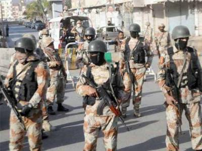 کراچی میں پولیس اور رینجرز نےمختلف علاقوں میں کارروائياں کرتےہوئے کالعدم تنظیم کےدہشتگر سمیت گیارہ ملزمان کو گرفتار کرلیا