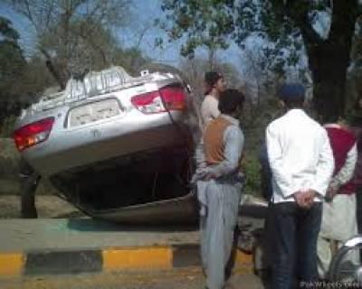 لاہورکے علاقے بند روڈ میں ٹرک نے رکشے کو ٹکر ماردی