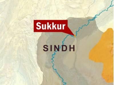 سکھر میں مسافر بس الٹنے سے5 افراد جاں بحق