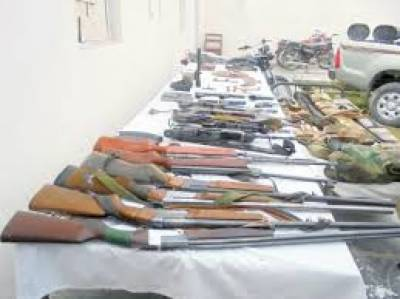 پنجگور میں ایف سی نے کالعدم تنظیم کیخلاف کارروائی کے دوران بھاری اسلحہ اور راکٹ بر آمد کرلئے