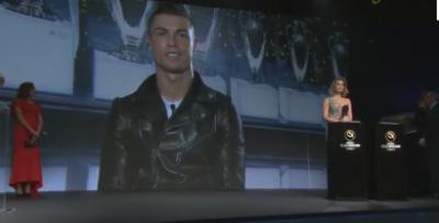 مایہ ناز فٹبالر کرسٹیانو رونالڈو کو گلوبل ساکر ایوارڈز میں پلیئر آف دی ایئر ایوارڈ سے نوازا گیا