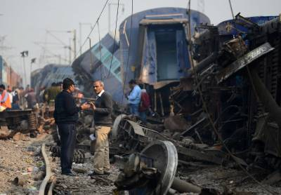 بھارت: ٹرین پٹری سے اتر گئی،دو افراد ہلاک،50سے زائد زخمی