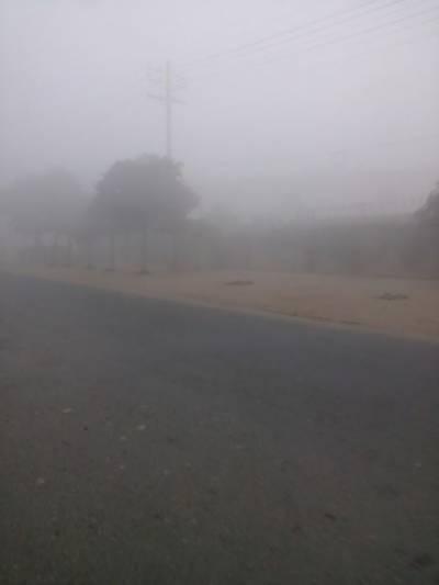 پنجاب، خیبرپختونخوا کے مختلف علاقوں میں ایک بار پھر شدید دھند نے ڈیرے ڈال لئے