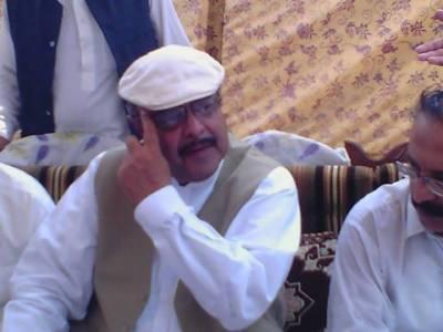 ایبٹ آباد میں تحریک انصاف کا ٹائیگر اپنی ہی پارٹی کے ایم این اے اظہر جدون پر جھپٹ پڑا،نوجوان نے اظہر جدون کی سرعام پٹائی کر ڈالی پولیس نے نوجوان کو گرفتار کرلیا
