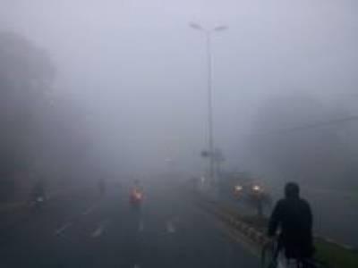 شدید دھند نے پنجاب کو جکڑ لیا، حد نگاہ صفر ہونے کی وجہ سے ٹریفک کی روانی شدید متاثر ہوئی