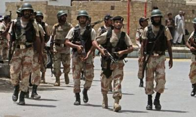 کراچی میں رینجرز اور پولیس نے مختلف علاقوں میں الگ الگ کارروائیاں کیں