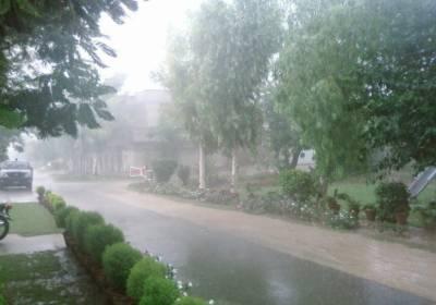 لاہوراوراسلام آباد سمیت کئی شہروں میں بارش سے ٹھنڈ بڑھ گئی