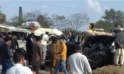 جہلم میں جی ٹی روڈ پرٹریفک حادثےکےنتیجےمیں بارہ افراد جاں بحق ہوگئےجاں بحق افراد میں خواتین اوربچے بھی شامل ہیں حادثےکئی افرادکی حالت تشویشناک ہے
