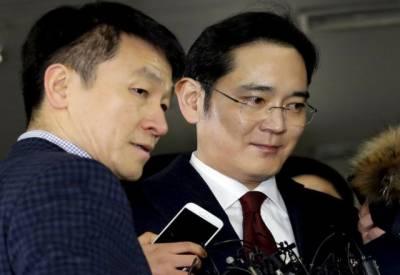 جنوبی کوریا کی معروف کمپنی سام سانگ کے سربراہ لی جائے یونگ سے کرپشن سکینڈل میں ملوث ہونے کے الزام میں تفتیش