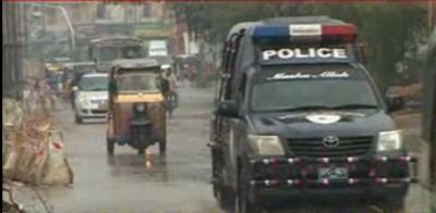 کراچی میں موسم سرما کی پہلی جھڑی لگی تو خشک سردی اور بیماریوں سے بے حال شہریوں کے چہرے کھل اٹھے