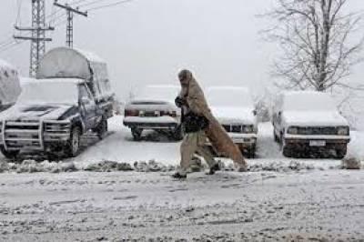 ملک کے بالائی علاقوں میں برفباری کا سلسلہ وقفے وقفے سے جاری ہے