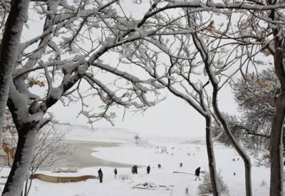 آئندہ چوبیس گھنٹوں میں خیبرپختونخوا، راولپنڈی، گوجرانوالہ، سرگودھا، اسلام آباد اور گلگت بلتستان میں بادل بھی برس سکتے ہیں۔
