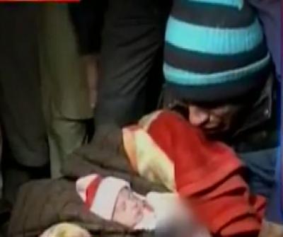 لاہور کے گنگارام ہسپتال میں عملے کی مبینہ غفلت کے باعث معصوم بچے کا ہاتھ جل گیا