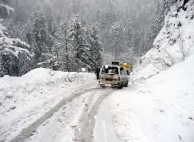 ملک کے بالائی علاقے شدید سردی کی لپیٹ میں ہیں، برفباری والے علاقوں میں زندگی منجمند ہو گئی