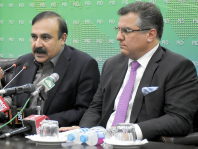 مسلم لیگ ن کے رہنماؤں کا کہا پی ٹی آئی عدلیہ کو متنازع بنانے کی کوشش کررہی ہے۔ ان کے عزائم سے واضح ہیں
