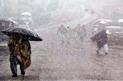 آئندہ 48 گھنٹوں میں پنجاب، خیبرپختونخوا اور سندھ میں بھی بادل جم کر برسیں گے۔