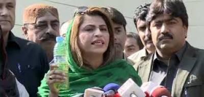 رکن سندھ اسمبلی امداد پتافی نے نصرت سحر عباسی سے جھک کر معافی مانگ لی