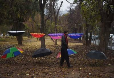 جڑواں شہروں میں بارشیں،چھتریوں کی مانگ میں اضافہ،کاروباری حضرات نے قیمتیں دوگنا کردیں۔