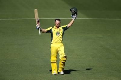 آسٹریلوی اوپنرز نے پاکستانی باؤلرز کی بینڈ بجا ڈالی، ایسا لاٹھی چارج کیا کہ باؤلرز گیند پھینکنا ہی بھول گئے
