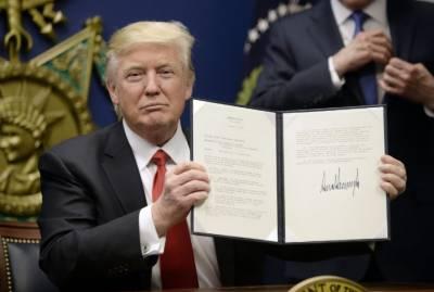 ٹرمپ نے 7 مسلم ملکوں کے افراد کی امریکا میں داخلے پر پابندی کا حکم نامہ جاری کردیا۔