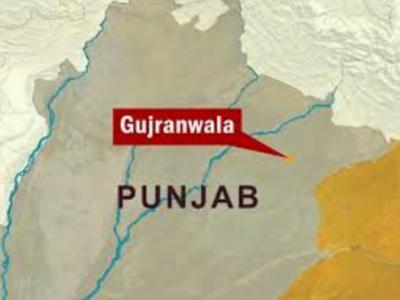 گوجرانوالہ میں خستہ حال مکان کی چھت گرنے سے ملبے تلے دب کر باپ اپنے چار بچوں سمیت جاں بحق ہو گیا۔