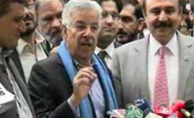 وزیردفاع خواجہ آصف کا کہنا ہے کہ پی ٹی آئی نے قومی اسمبلی کا ماحول خراب کیا