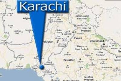 کراچی میں سی ٹی ڈی کے ہاتھوں مبینہ مقابلے میں مارے جانے والے نوجوان کے ورثا نے لاش کے ہمراہ بڑا بورڈ کے قریب احتجاج کیا