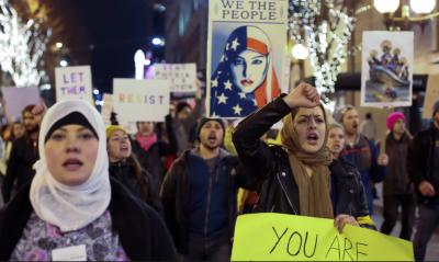 امریکا کی وفاقی عدالت نے صدر ٹرمپ کی جانب سے سات مسلم ممالک پر سفری پابندیوں کاحکم عارضی طورپر معطل کردیا