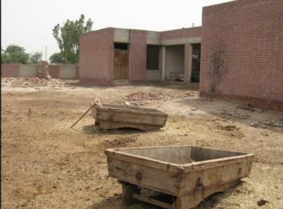 پنجاب کے سرکاری سکولوں میں بنیادی سہولیات کے فقدان کی عدم دستیابی نے حکومت کے پڑھو پنجاب بڑھو پنجاب کے نعرے کی قلعی کھول دی۔