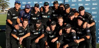 نیوزی لینڈ نے تیسرے ون ڈے میچ میں آسٹریلیا کو شکست دے کر چیپل ہیڈلی سیریز دو صفر سے اپنے نام کرلی
