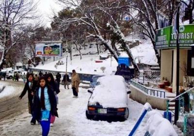 ملک کے بالائی علاقوں میں برفباری کا سلسلہ وقفے وقفے سے جاری ہے،