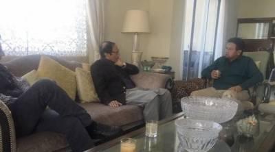 مسلم لیگ ق کے سربراہ چوہدری شجاعت حیسن نے دبئی میں سابق صدر پرویز مشرف سے ملاقات کی