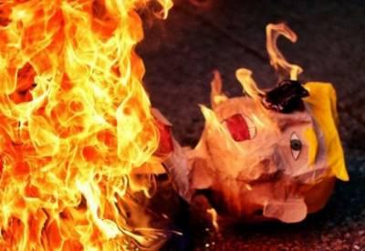 میکسیکو میں مظاہرین نے ٹرمپ کا پتلہ نذر آتش کردیا۔