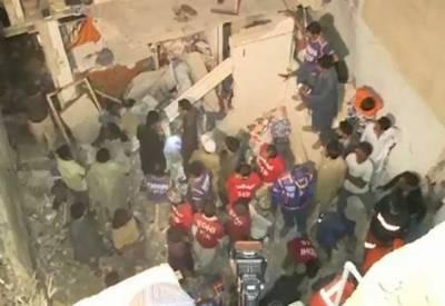 کراچی میں مکان کی چھت گرنے سے 12 سالہ بچی جاں بحق جبکہ 4 افراد زخمی ہوگئے۔
