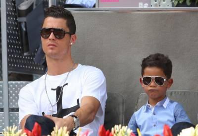 میسی تمہارے والدسے اچھا فٹبالر ہے، رونالڈو کے بیٹے کو بچے چھیڑنے لگے۔