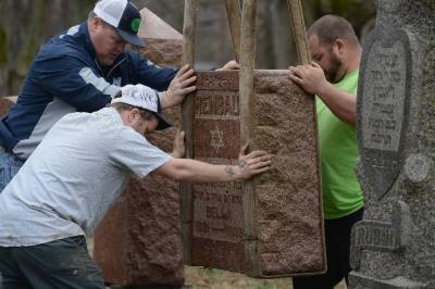 امریکی مسلمانوں نے میزوری میں یہودی قبرستان کی مرمت کیلئے 91 ہزار ڈالر چندہ جمع کرلیا۔