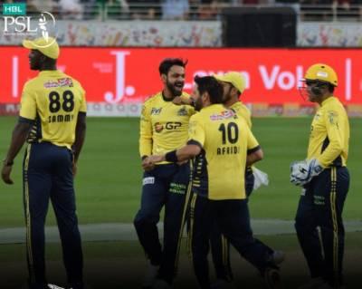 پاکستان سپر لیگ میں پشاورزلمی نے لاہور قلندر کو سترہ رنز سے شکست دے دی