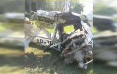 فیصل آباد ائیرپورٹ کے قریب فلائنگ کلب کا تربیتی طیارہ گر کر تباہ ہو گیا حادثے میں پائلٹ اور انسٹرکٹر جاں بحق ہو گئے
