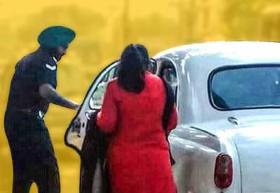 بھارتی سپاہی میم صاحب کے احکامات ماننے پر مجبور