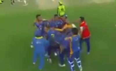 پی ایس ایل میں کراچی کنگز نے سنسنی خیز مقابلے کے بعد لاہور قلندرز کو پانچ وکٹ سے ہرا دیا