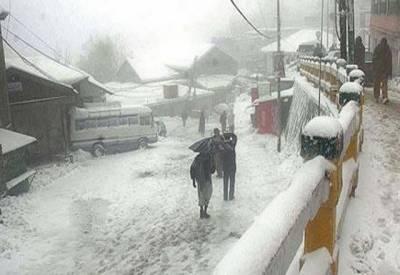 پاکستان کے پہاڑی علاقوں میں پھر جما دینے والی سردی شروع ہوگئی۔