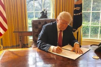 امریکی صدر ڈونلڈ ٹرمپ نے سفری پابندیوں سے متعلق نئے حکمنامے پر دستخط کردیئے