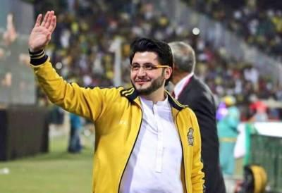 پشاور زلمی کے مالک جاوید آفریدی کاپوری ٹیم کوعمرہ کروانے کا اعلان
