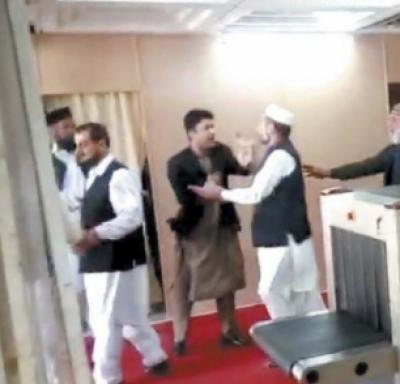 ایاز صادق کی کارروائی سے قبل ہی جرگے کے ذریعے ارکان قومی اسمبلی جاوید لطیف اورمراد سعید کے جھگڑے کا ڈراپ سین ہوگیا